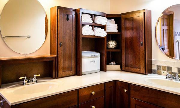 małe szafki łazienkowe podwieszane